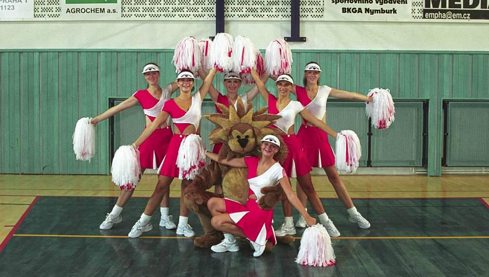 Cheerleaders v sezoně 2001/02
