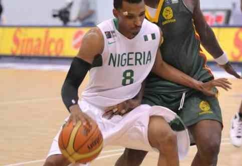 Mike v dresu Nigerie