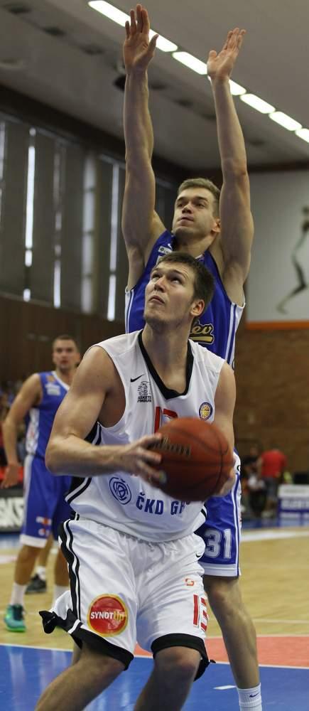 Martin Peterka v zápase proti Kalevu Tallinn